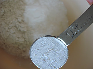 zeolite-powder-teaspoon
